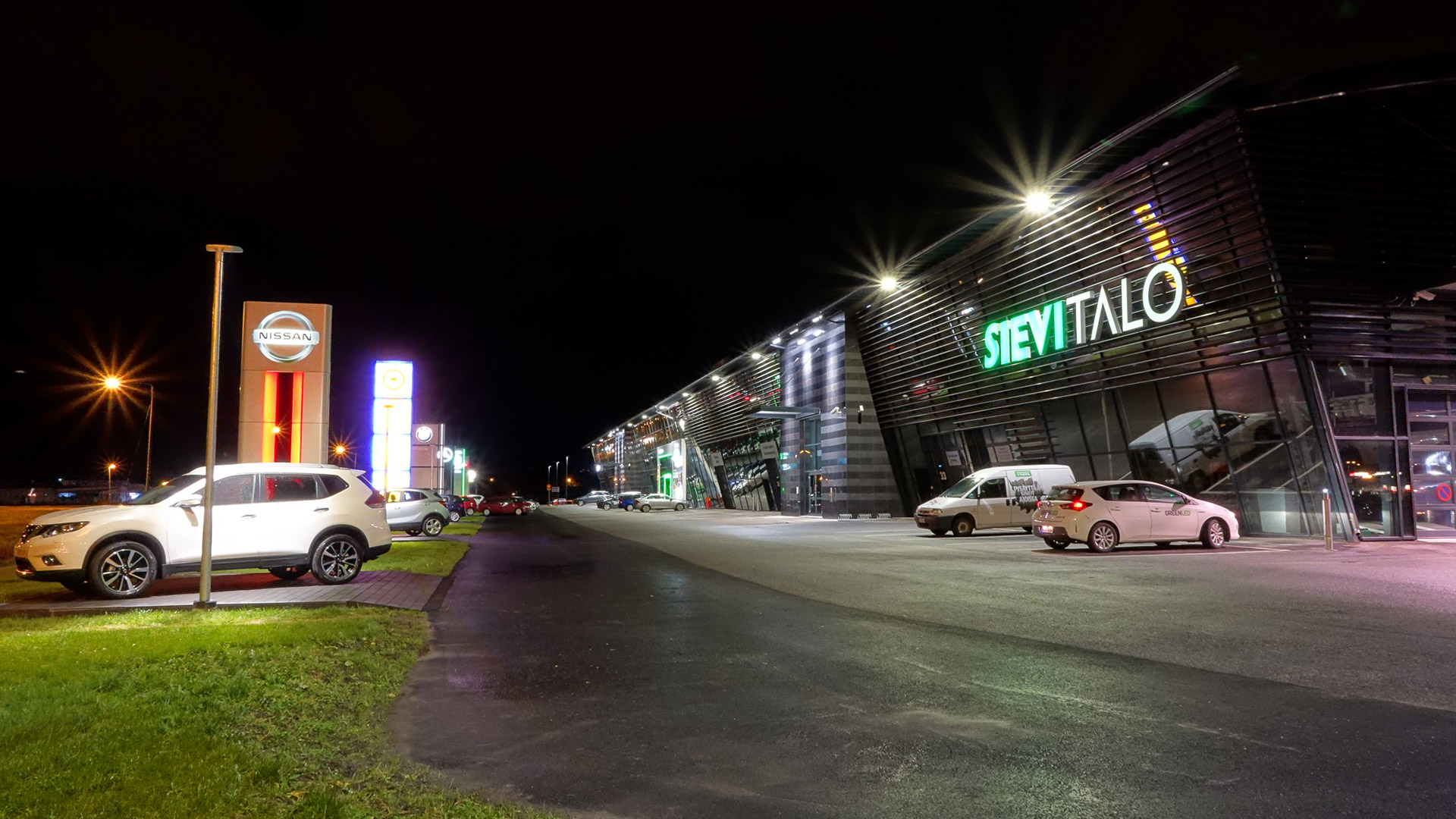 The interior and exterior luminaires at Käyttöauto Kokkola were changed to energy-efficient Greenled luminaires.