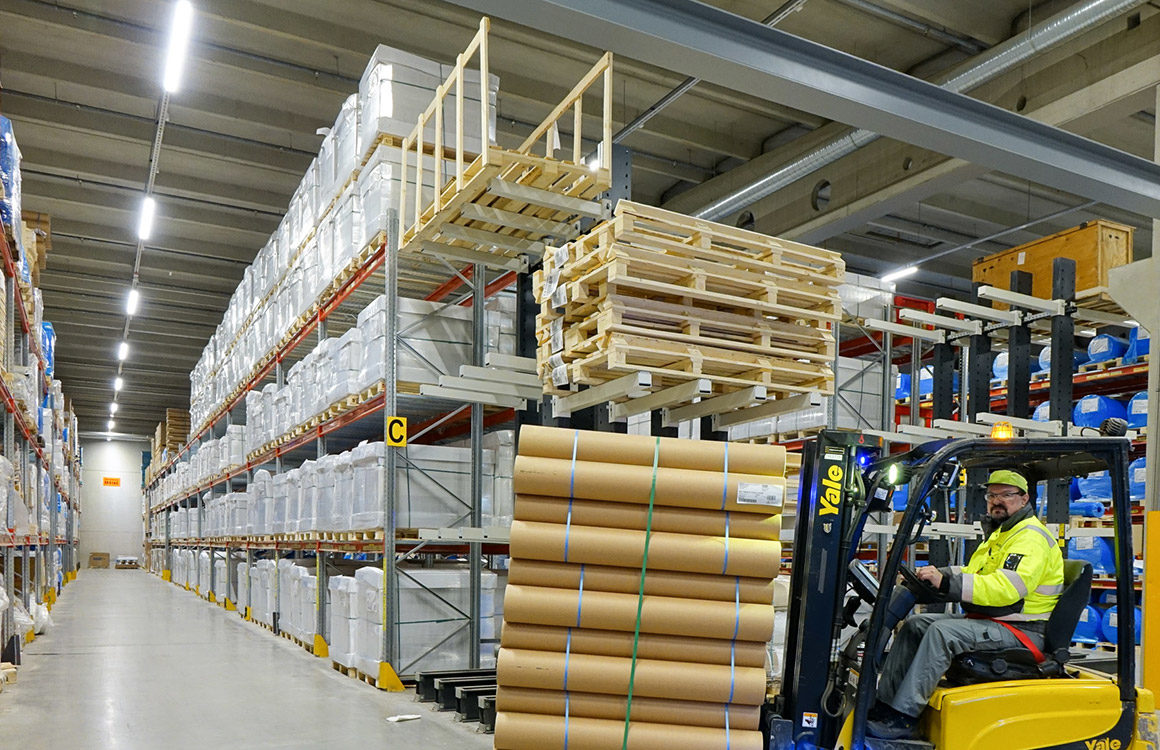 6,9 metres high shelf storage space lighting was renewed during the Ahlstrom-Munksjö factory project.